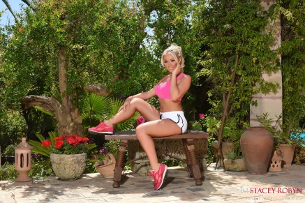 Stacey-Robyn-garde-pink-top-and-white-shorts_001