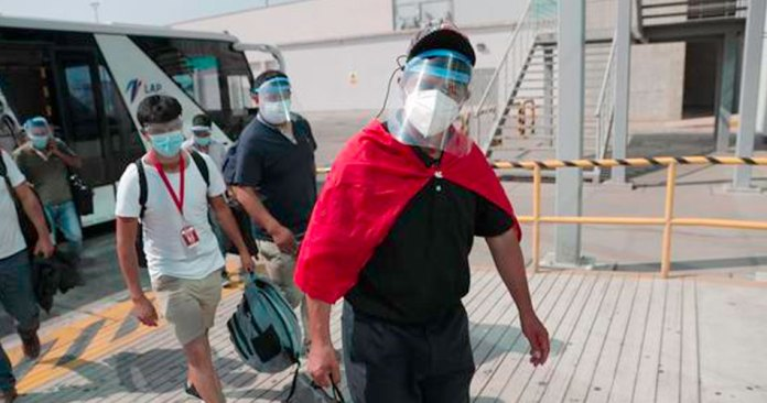 Pedro Castillo es traslado a una clínica por descompensación respiratoria
