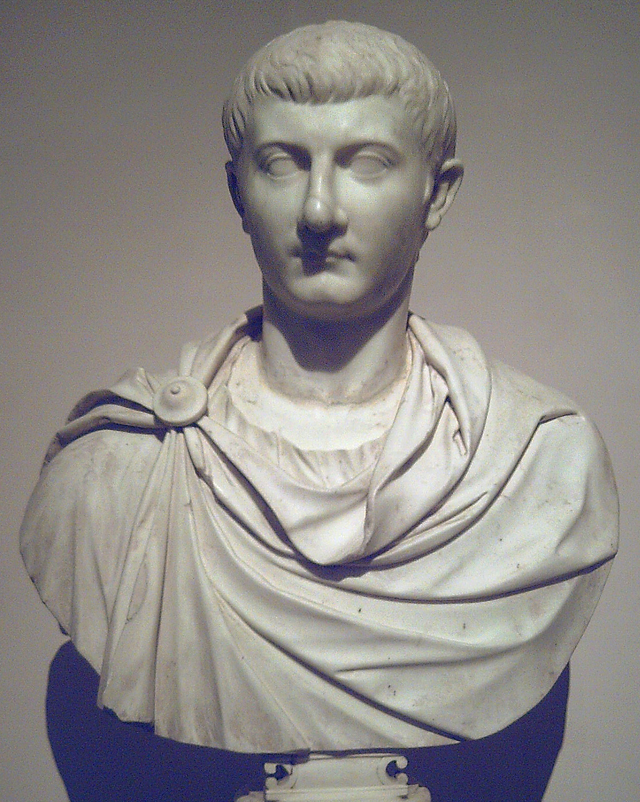 Retrato de JULIO CÉSAR DRUSO, llamado DRUSO EL MENOR. Siglo I d.C. Mármol. En el Museo del Prado (Madrid, España). Procedente de la Colección Real.