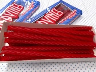 「アメリカ お菓子 赤い棒」の画像検索結果