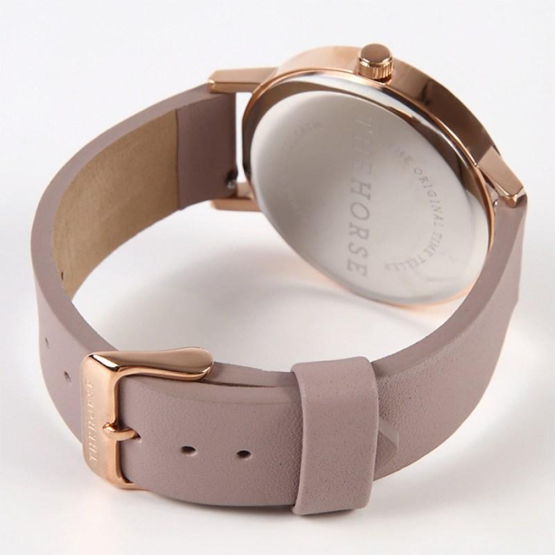 Thehoreザホースの腕時計は一年中オールシーズンお使い頂けるので重宝します。