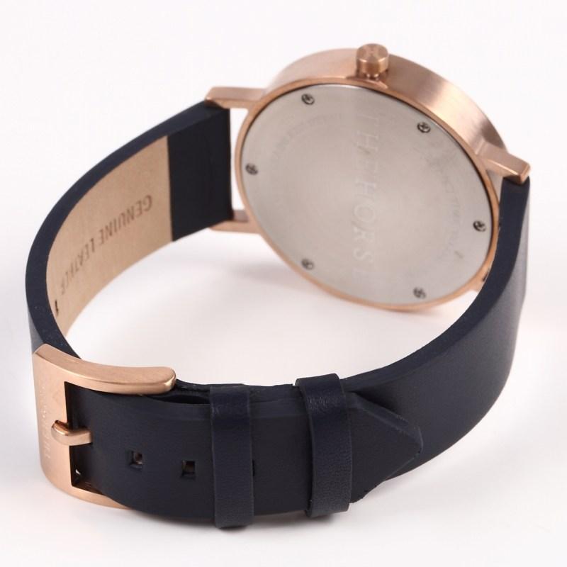 日付機能がついた腕時計The Horse dシリーズBrushed Rose Gold / Navyローズゴールド/ネイビーレザー)THEHORSE(ザホース)腕時計dシリーズ