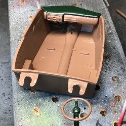 Since I didn't have any body color paint left, I decided to use the same British racing green as I did on the engine along with a earth color for the base color