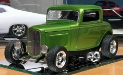 Having added the air cleaner and touched up a few details, I finished the '32 Ford.