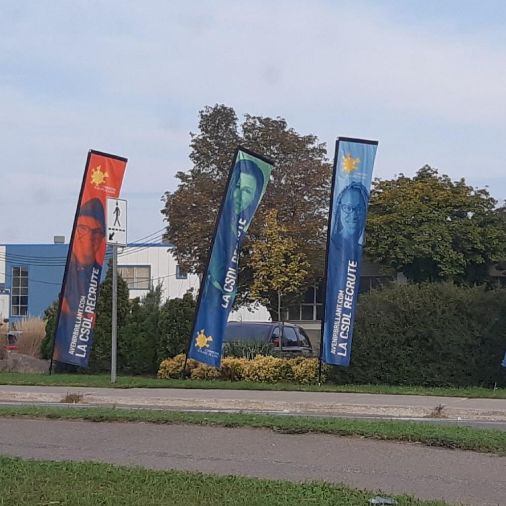Impression de drapeau / beachflag / oriflamme - solution d'affichage grand format - Montréal Laval