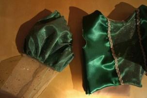 Les manches sont prêtes à être cousues au reste du corset.