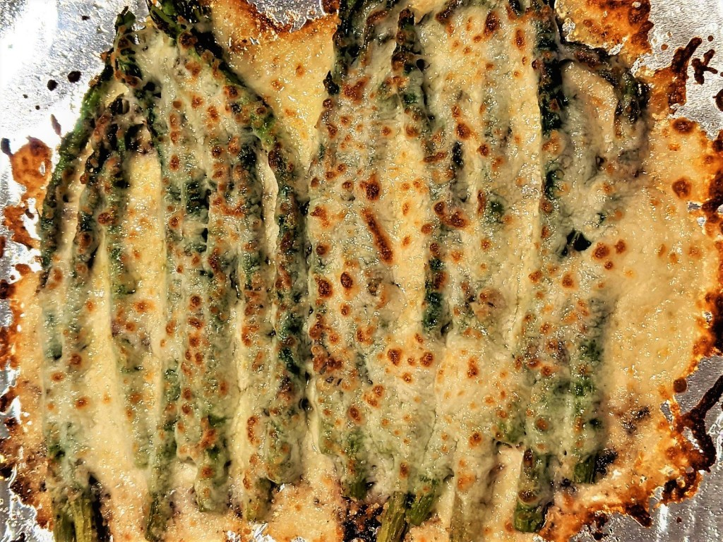 Broiled asparagus with cheese topping