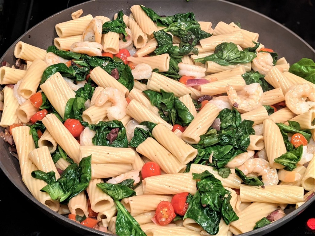 image of skillet with pasta mixture