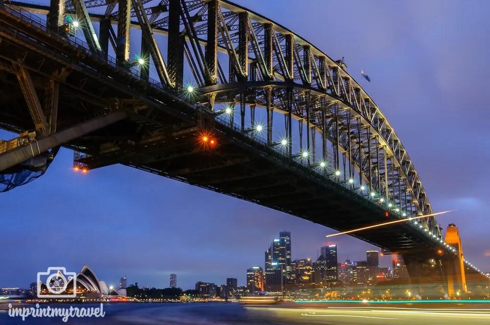 Highlights in Sydney: Harbour Bridge in der blauen Stunde