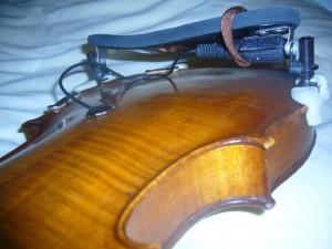 fixation sous le violon du capteur