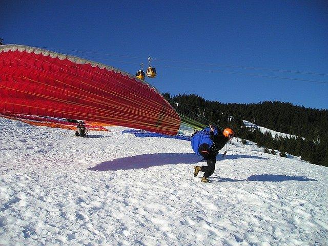Faire du parapente en hiver décollage