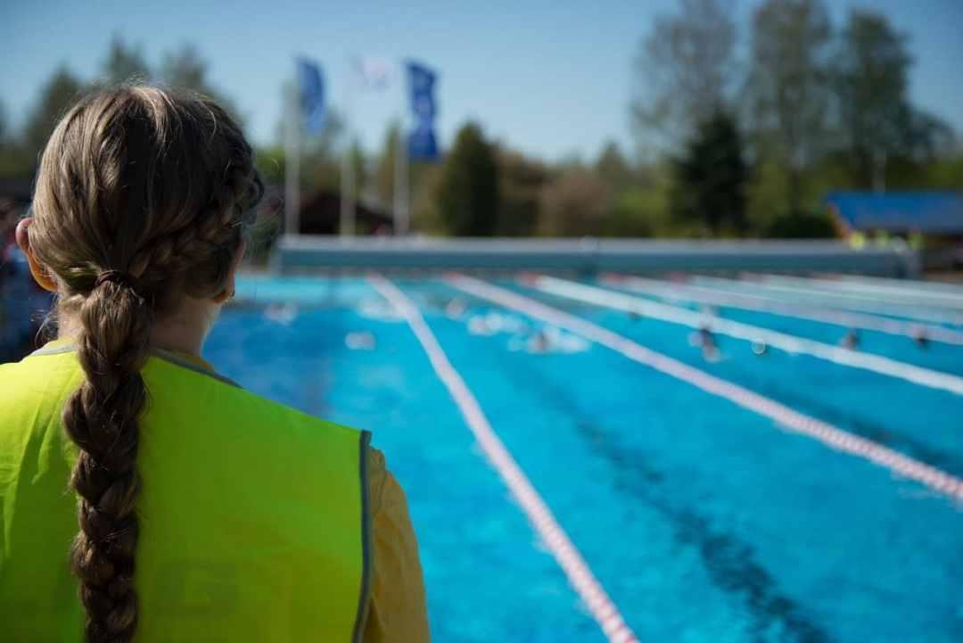nager en public