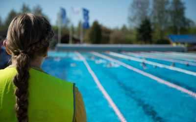 Nager en public, pourquoi les nageurs de club n'aiment pas?