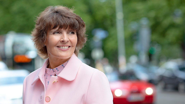 Liikenne- ja viestintäministeri Anne Berner (Kuva: LVM / Tomi Parkkonen)