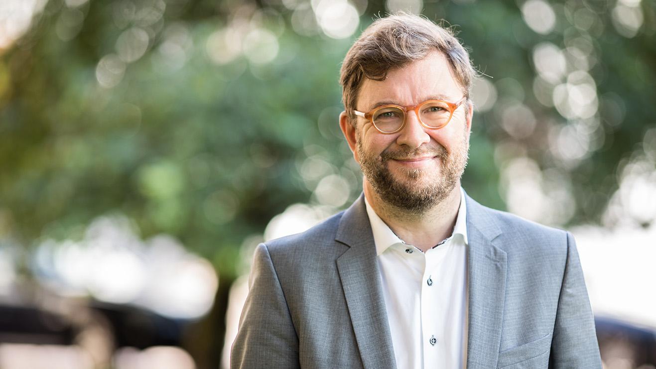 Artikkeli: Digiloikka kohti ilmastoelvytystä. Kuvassa Ministeri Timo Harakka. (Kuva: Laura Kotila / VNK))