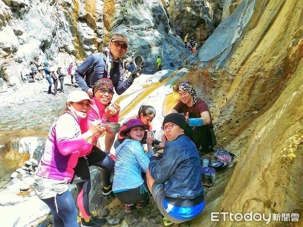 【屏東景點】深山裡的溪流秘境,哈尤溪溫泉 七彩岩壁好夢幻