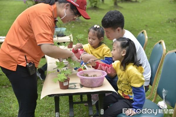 ▲提供各種DIY手作課程,增加親子互動,讓遊客邊玩邊學。(圖/楓樺台一休閒農場提供)