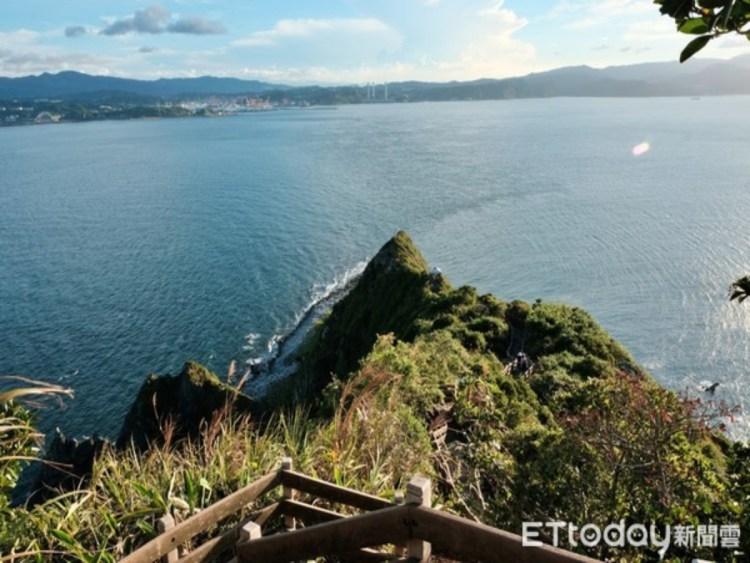攻頂基隆嶼!基隆嶼燈塔必打卡,征服千階步道、眺望蔚藍海洋