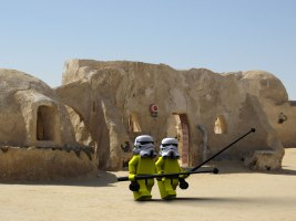 Colin and Nigel take some long awaited R & R on Tatooine 3d Illustration- modelled and rendered in StrataStudio3D