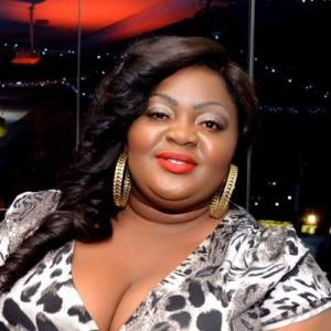 Thief!! Return the sponsors money – Fans call out Eniola Badmus for alleged Giveaway Fraud