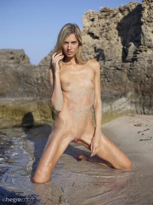 Hegre-Art – Francy – Naked Exhibitionist 01/24/2020