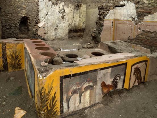 Οι αρχαιολόγοι αποκαλύπτουν αρχαίο κατάστημα τροφίμων στο δρόμο στην Πομπηία