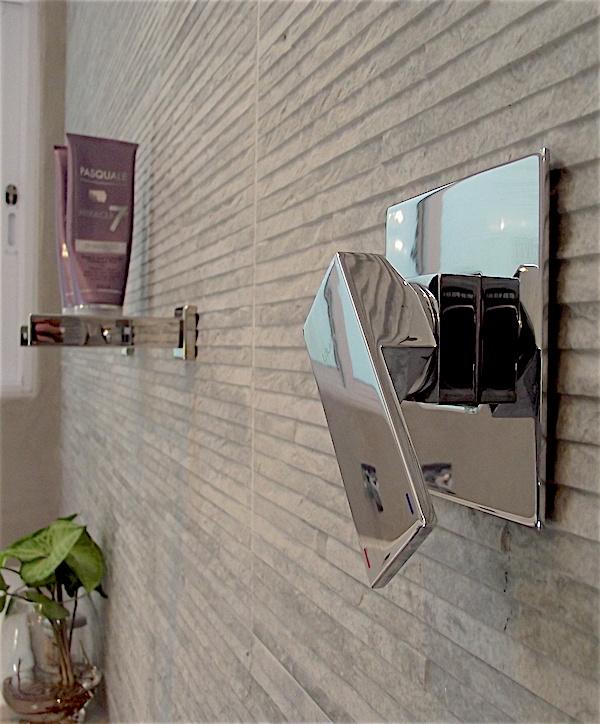 Shower mixer in walk-in shower