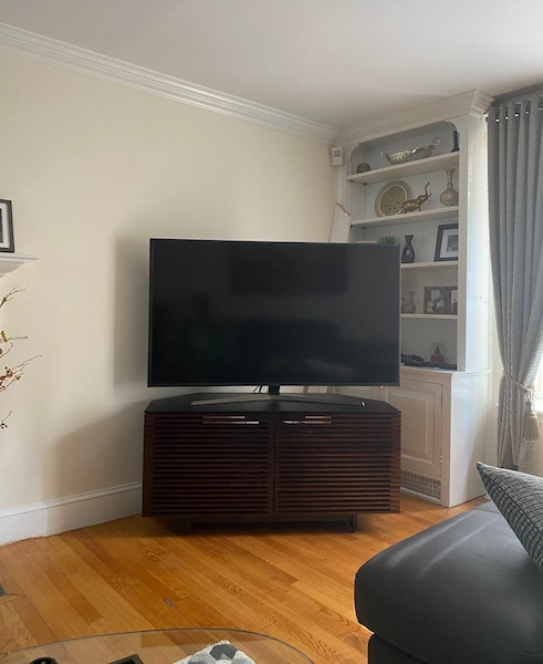 Help, fireplace and TV in one room where to mount the TV