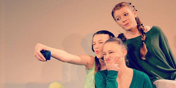 """2013 zeigte das Junge Ensemble """"hemmungslos lachen - schamlos weinen"""""""