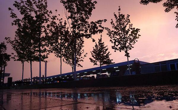Der Himmel über dem S-Bahnhof