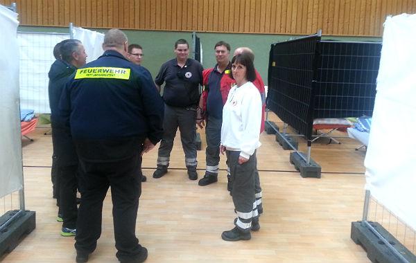 DRK-Kreisvorsitzende Ingeborg Schmidt bei einer Teambesprechung in Rösrath