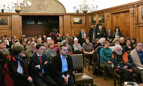 Der Saal im historischen Rathaus am Konrad-Adenauer-Platz war bis auf den letzten Platz gefüllt