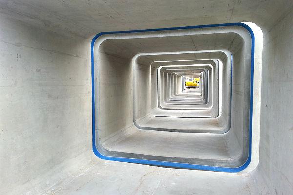 Betonbauteile für den Regenwasserkanal am Buchmühlenparkplatz in Bergisch Gladbach