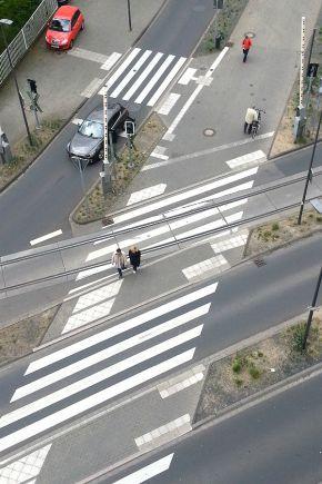 Straßenkunst zwischen Gohrsmühle und Unterer Hauptstraße. Hier biegen viele Radfahrer ab