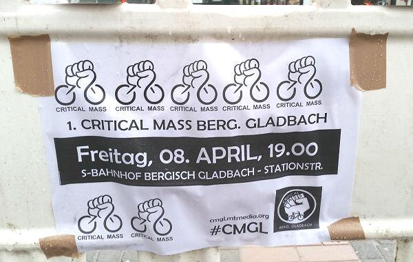 """Plakate werben für die """"Radttour"""" der Critical Mass in Bergisch Gladbach"""