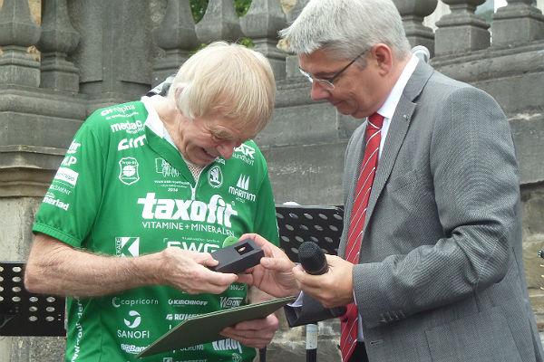 Ehrennadel für Helmut Wirtgen