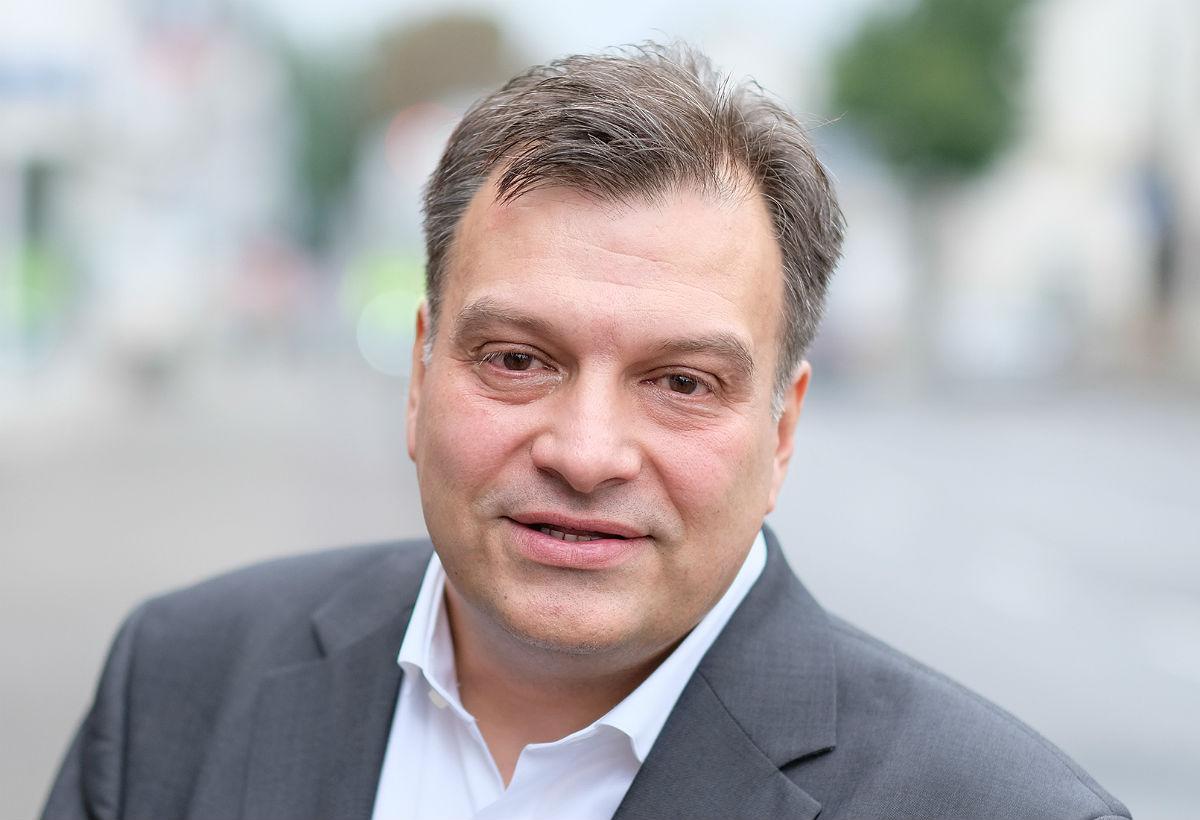 Tomas M. Santillan tritt für die Linke bei der Landratswahl im Rheinisch-Bergischen Kreis an