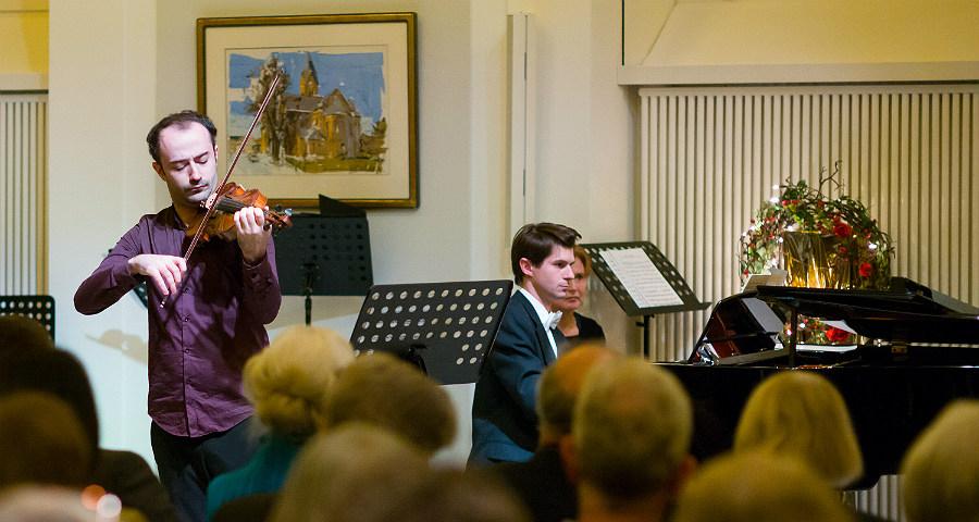 Ori Wissner-Levy (Violine) und Roman Salyutov (Klavier). Foto: Philipp J. Bösel