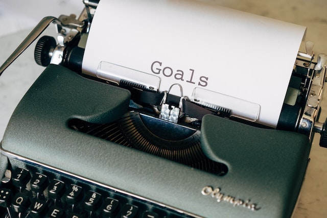 """Typewriter with the word """"Goals"""" on a sheet of paper"""