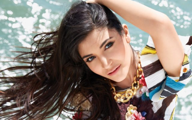 Anushka Sharma hot photos sexy instagram bikini pics