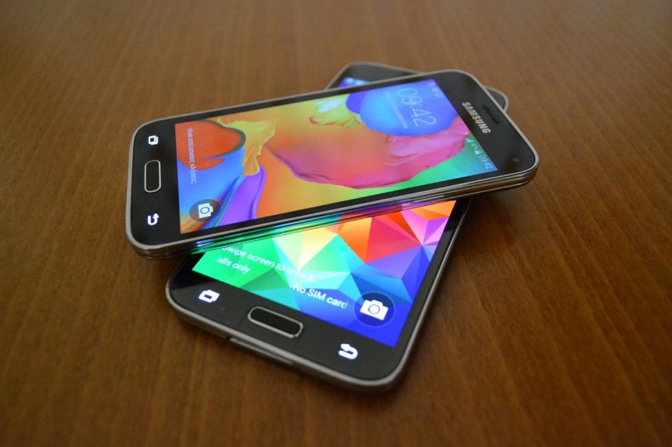 galaxy-s5-mini-in2mobile-two-galaxies