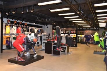 LG: Λύσεις Digital Signage στο νέο κατάστημα της Adidas