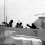 Unità d'assalto israeliane vengono respinte con colpi da fuoco e armi da taglio mentre abbordano la Marmara