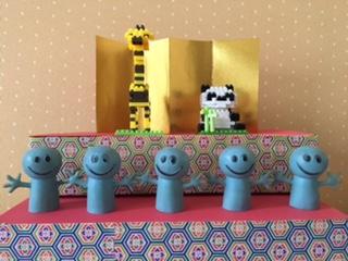 おもちゃを飾ったひな壇