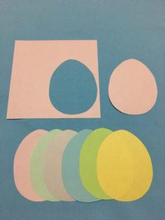 折り紙を卵の形に切る