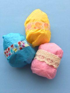 色々な色の花紙を使ったイースターエッグ
