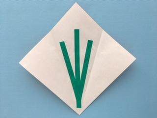 折り紙に茎を三本貼る