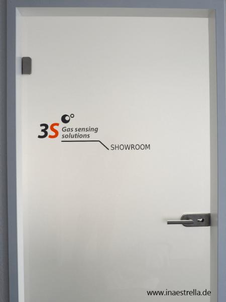 Tuerbeschriftung Showroom