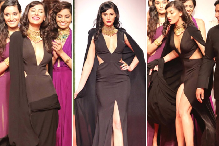 2 60 Ups! 10 Artis Bollywood Ini Gaunnya Pernah Tersingkap di Depan Umum. Kamu Mau Liat