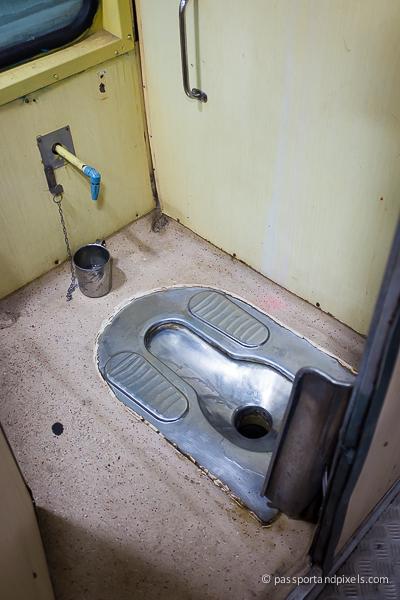 6 47 Ampun Dah Jorok Banget, 10 Kondisi Toilet di Kereta ini Liatnya bikin Mau Muntah Aja